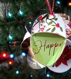Holiday Card Upcycle Ideas - The Mummy Toolbox - Card Ornament on Scoutie Girl