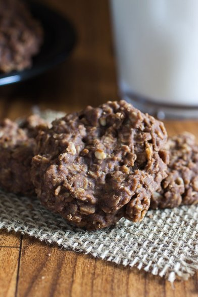 Chocolate oatmeal cookies - nobake desserts roundup