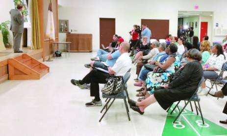 Public meetings have occurred around Flint, including at Hasselbring Community Center, local churches and other locations. In addition to receiving valuable information, attendees have been able to pick up drinking water and fi lters while attending the town hall-style gatherings. (Photo provided by the city of Flint)