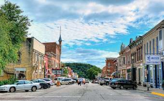 One benefi t Elkader, Iowa, has experienced as a sister city has been an uptick in tourism, and business deals might be in its future, too. (Kevin Schuchmann at English Wikipedia; https://creativecommons.org/ licenses/by-sa/3.0/deed.en)