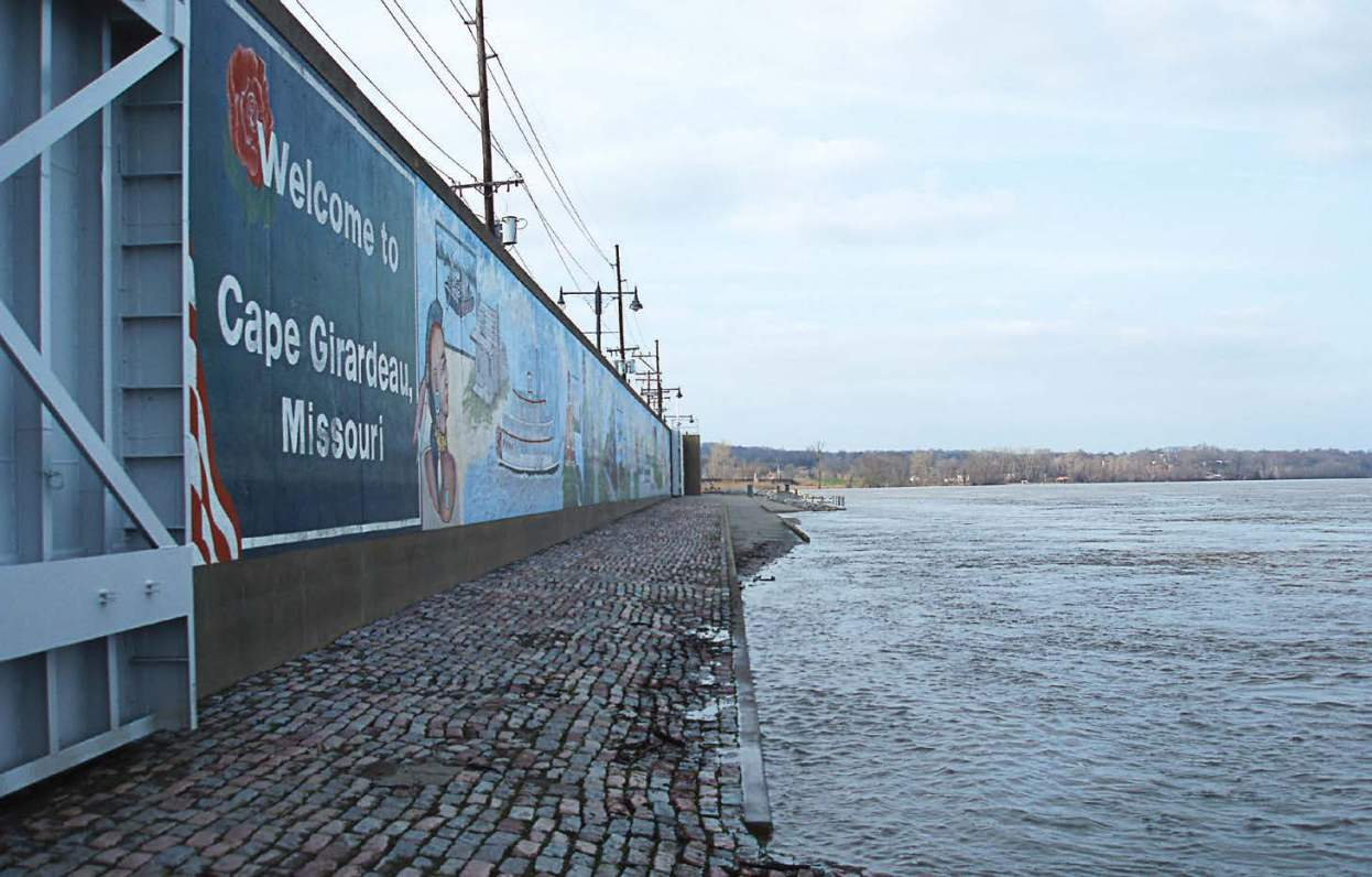 While some communities might see a wall that serves as a barrier to its riverfront, Cape Girardeau, Mo., has turned its levee into a canvas for art while still providing public access to the water. Pictured is the city's Riverfront Park, which not only displays murals, but off ers a trail system and docking site for Mississippi River paddle boats. (Photo by Larry J. Summary, Cape Girardeau, Mo., via Wikimedia Commons)