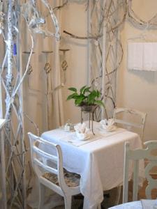 Ashes' Tea Room