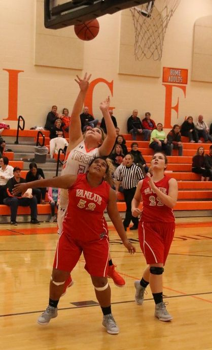 Lady Tigers Beat Wildcats