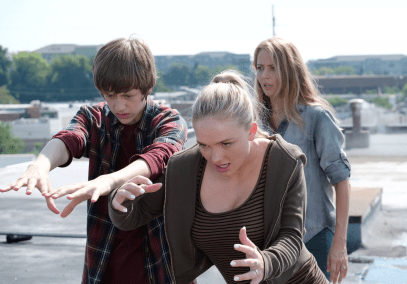 Lauren Strucker (Natalie Alyn Lind), Andy Strucker (Percy Hynes White), and Caitlyn Strucker (Amy Acker) in The Gifted 1.04 'eXit Strategy'