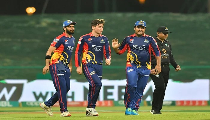 Karachi Kings captain with Noor Ahmed and Sharjeel Khan during their match against Lahore Qalandars. Photo: PSL