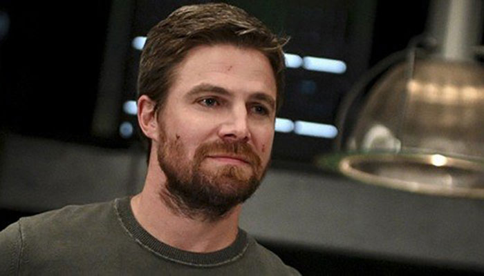 Arrow star Stephen Amell kicked off flight after berating wife publicly
