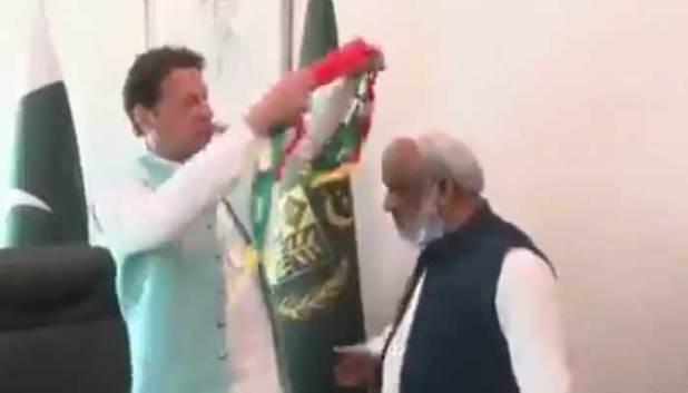 Arbab Ghulam Rahim meets PM Imran Khan at the PM Office.