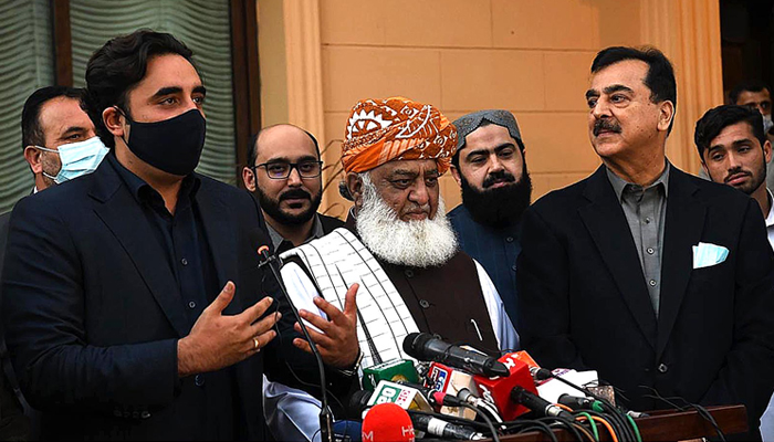 PPP Chairman Bilawal Bhutto Zardari (left), flanked by PDM head Maulana Fazlur Rehman and former prime minister Yousaf Raza Gillani, addresses a press conference in Islamabad, February 28, 2021. — INP/File