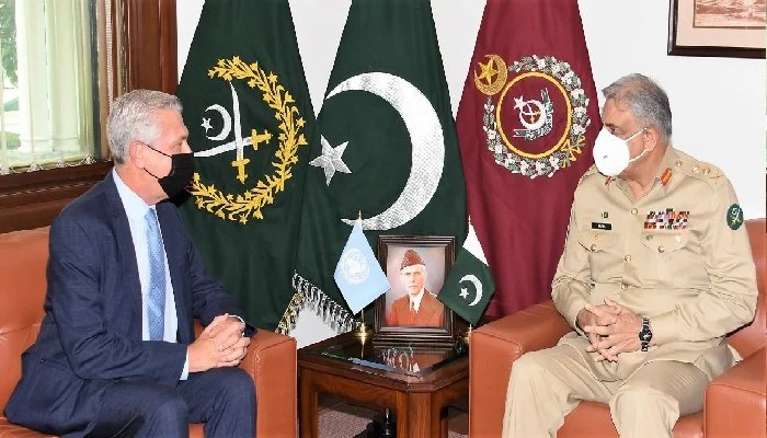 United Nations High Commissioner for Refugees (UNHCR) Filippo Grandi (L) called on Chief of Army Staff General Qamar Javed Bajwa (R) at the GHQ on Thursday, September 16, 2021. Photo: ISPR.
