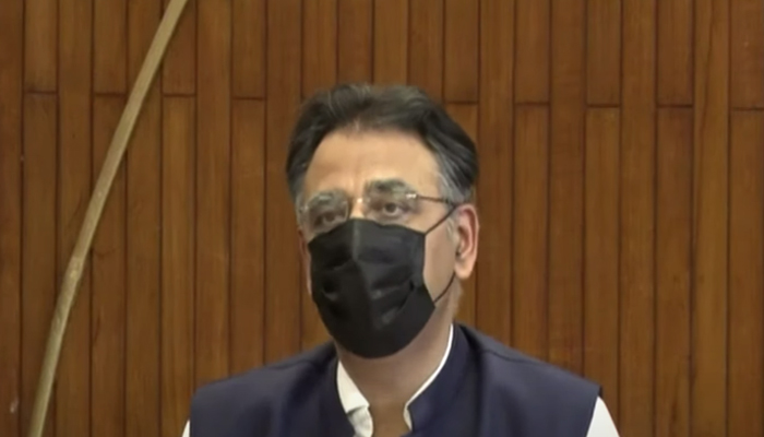 Federal Minister for Planning, Development, Special Initiatives Asad Umar addressing a press conference after a meeting of the Joint Coordination Committee on the China-Pakistan Economic Corridor in Islamabad, on September 23, 2021. — YouTube/HumNewsLive