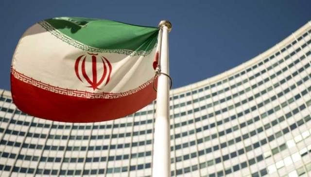 10 ستمبر ، 2018 کو ویانا ، آسٹریا میں بین الاقوامی ایٹمی توانائی ایجنسی (IAEA) بورڈ آف گورنرز کے اجلاس کے افتتاح کے دوران ایک ایرانی پرچم اقوام متحدہ کے صدر دفتر کے باہر لہرا رہا ہے۔ - جو کلامر/اے ایف پی  