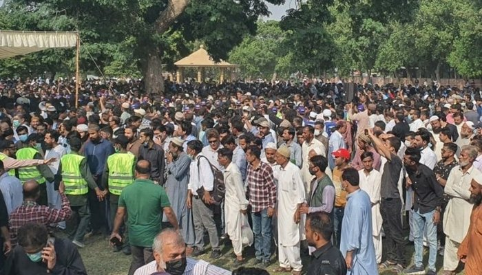 A huge crowd can be seen gathered to bid farewell to legendary Pakistani comedian Umer Sharif at his funeral prayers in Karachi, on October 6, 2021. — Twitter