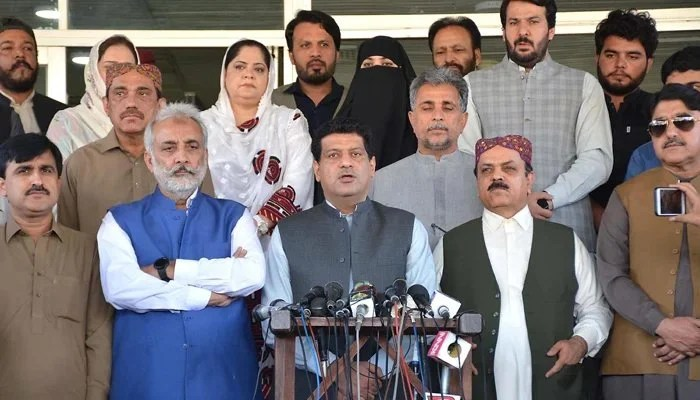 Minister for Finance Balochistan Zahoor Buledi addressing a press conference BAP and other political parties leaders in Quetta, on October 5, 2021. — INP