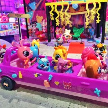 Littlest Pet Shop... in a Party Limo!