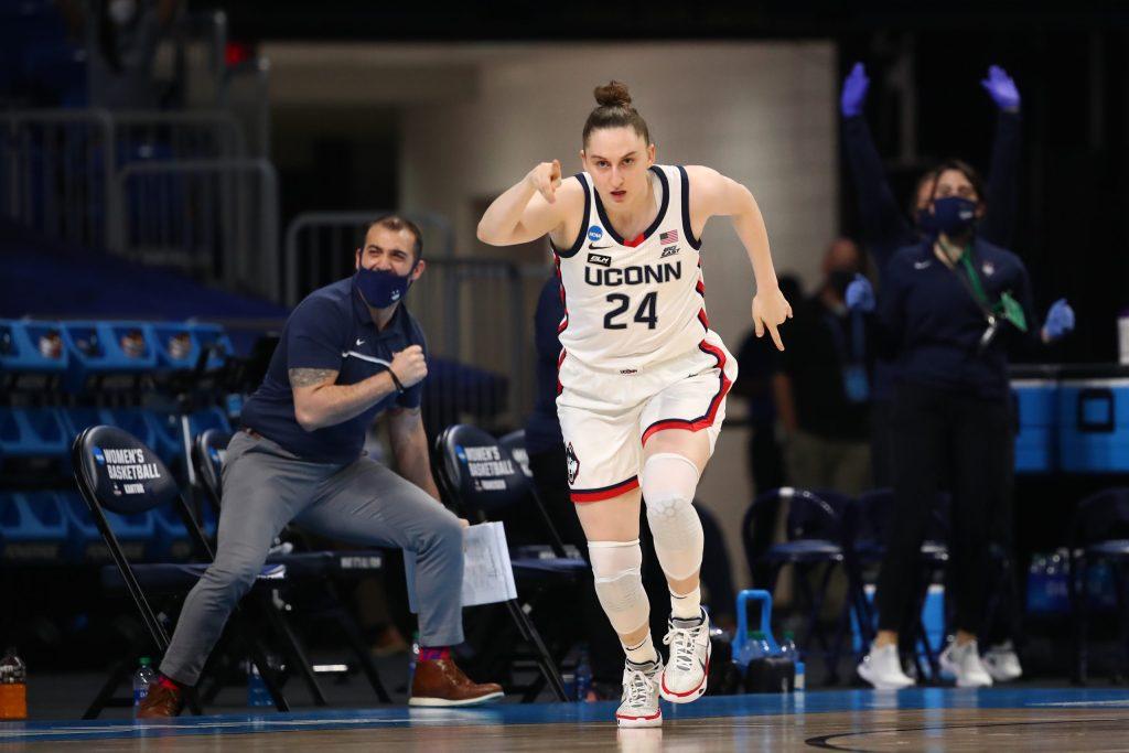 How UConn can navigate sharpshooter Anna Makurat's transfer