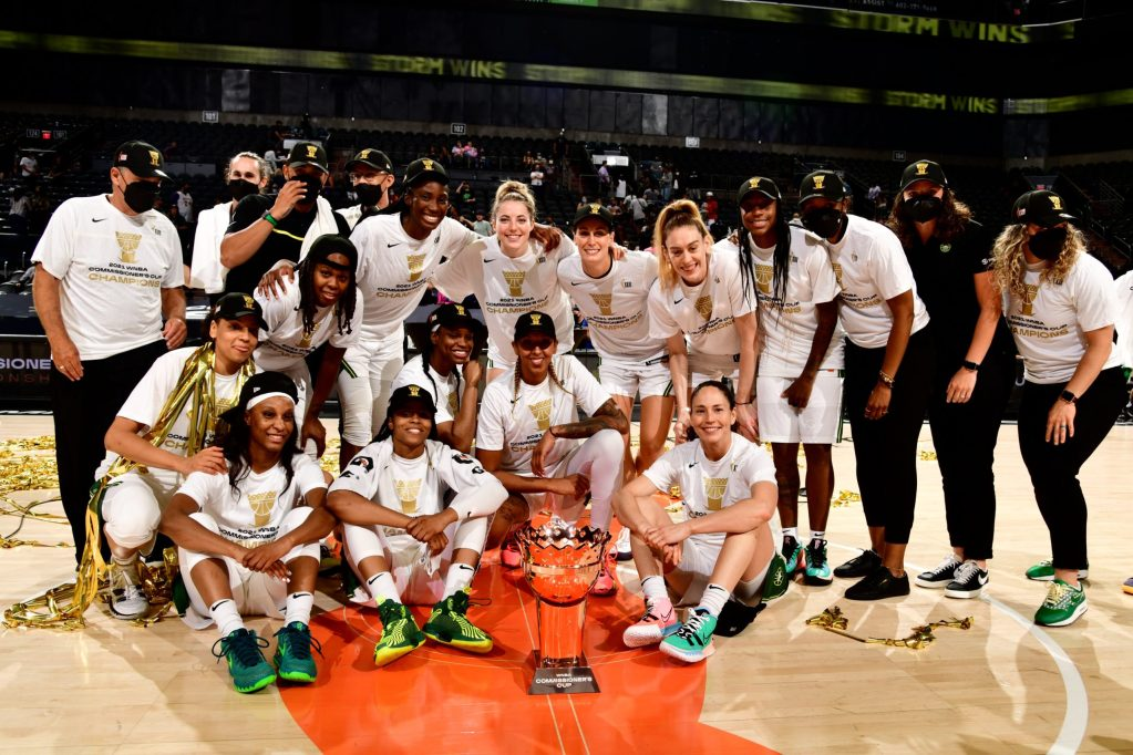 The Seattle Storm take a team picture with the WNBA Commissioner's Cup. (Photo courtesy of @WNBA on Twitter)