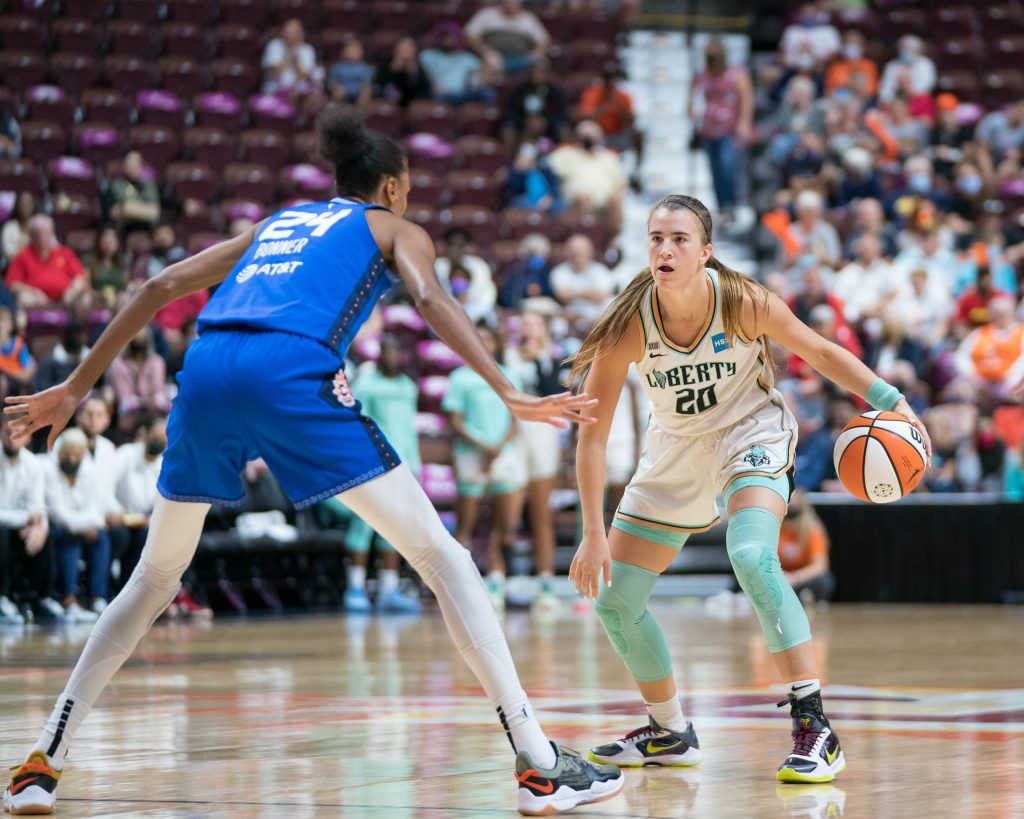 New York Liberty guard Sabrina Ionescu (20) with the ball during the WNBA game between the New York Liberty and the Connecticut Sun at Mohegan Sun Arena, Uncasville, Connecticut, USA on September 15, 2021. Photo Credit: Chris Poss