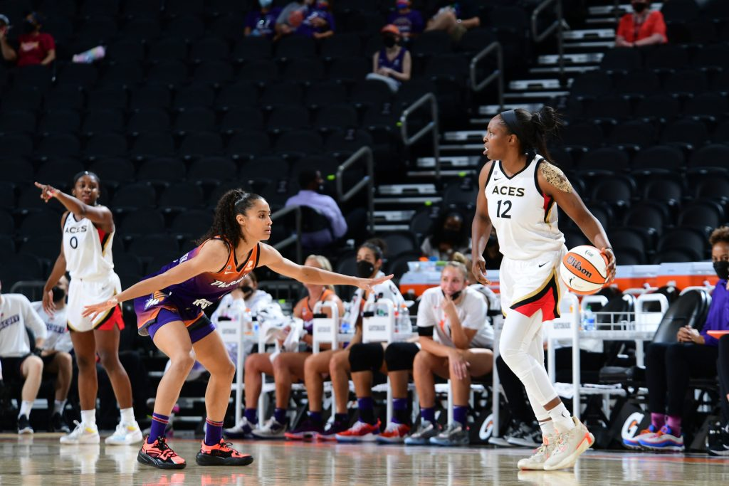PHOENIX, AZ - MAY 26: Skylar Diggins-Smith #4 of the Phoenix Mercury plays defense on Chelsea Gray #12 of the Las Vegas Aces during the game on May 26, 2021 at Phoenix Suns Arena in Phoenix, Arizona. NOTE TO USER: User expressly acknowledges and agrees that, by downloading and or using this photograph, user is consenting to the terms and conditions of the Getty Images License Agreement. Mandatory Copyright Notice: Copyright 2021 NBAE (Photo by Michael Gonzales/NBAE via Getty Images)
