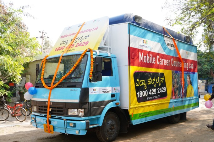 Verizon India and Nirmaan Organization Launch a First-of-its-kind Mobile Career Counselling Lab