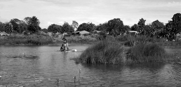 Paul Peter Andrea Tifude's son Paul Gaaniko fishing in South Sudan's Western Equatoria State, November 7, 2015. (photo: The Niles | Joseph Nashion)