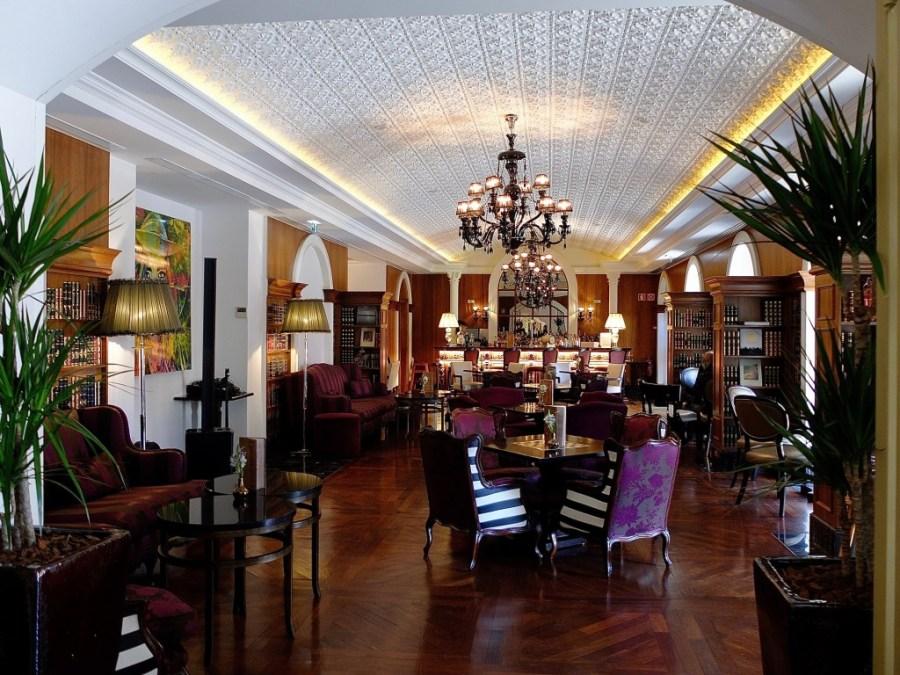 hotel bar at the palacio das cardosas