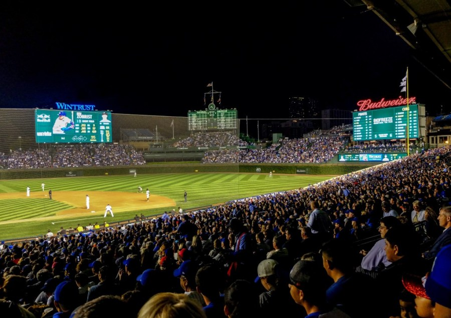 wrigley field crowd for cubs game