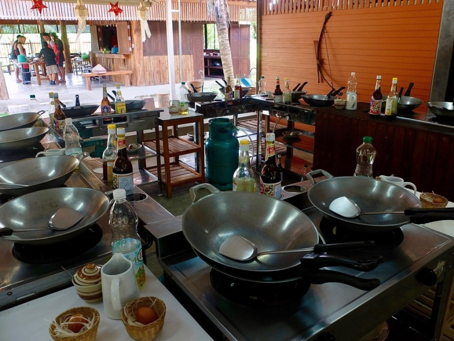 chiang mai cooking school kitchen