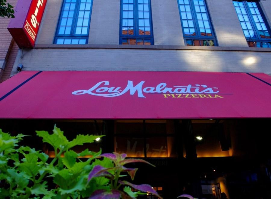 exterior of lou malnati's pizzeria in chicago