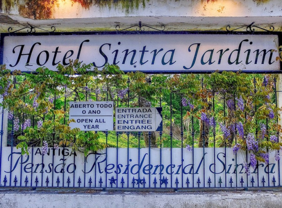 outside gate of hotel sintra jardim