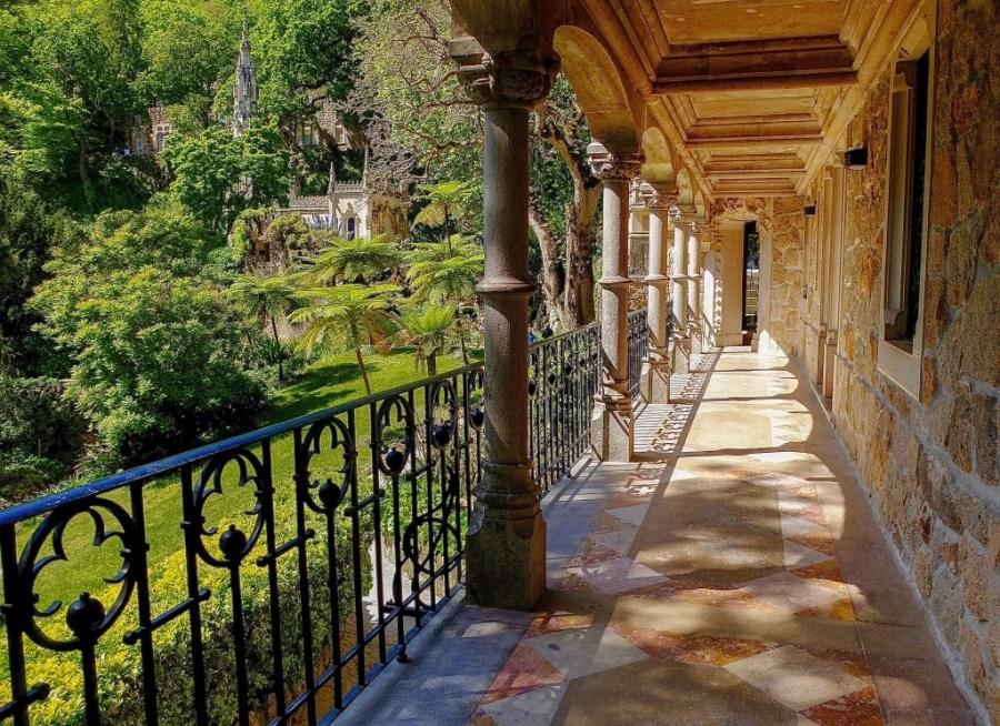 Quinta De Regailara corridor with columns