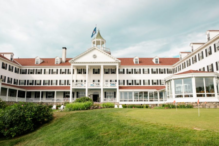 exterior of colony hotel in maine