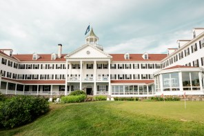 new-york-to-maine-colony-hotel-exterior