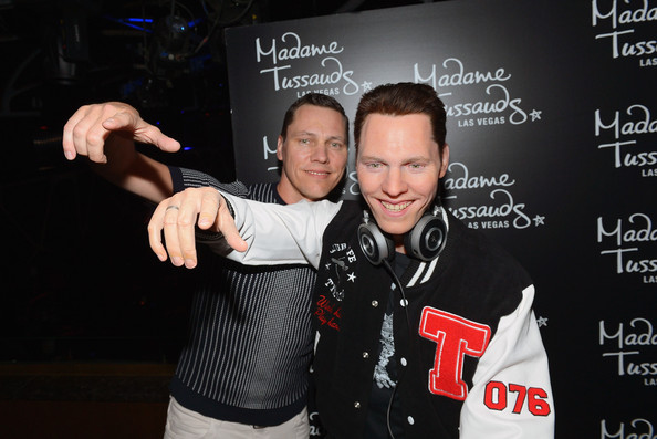 Tiesto (left) with his wax figure (right)