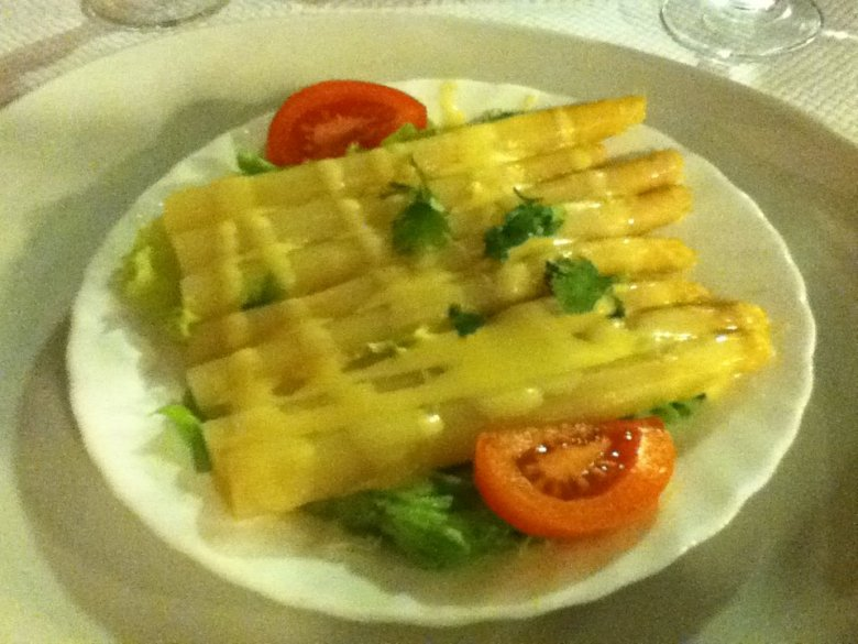 White asparagus with vinaigrette dressing - vegan in Normandy