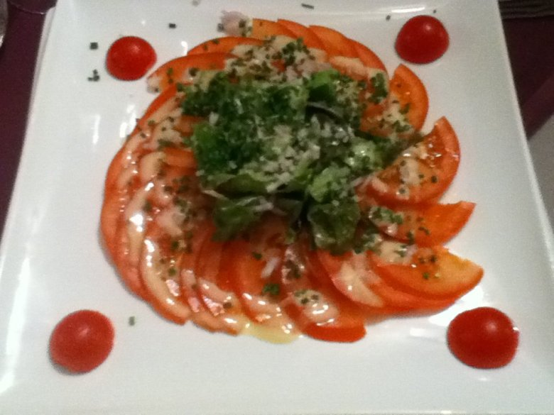 Tomato salad at Auberge de la Baie, Mont St. Michel - vegan in Normandy