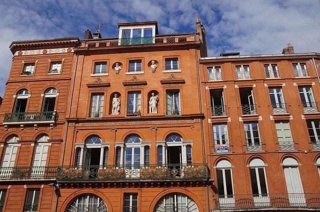 Vegan travel - Toulouse brick architecture