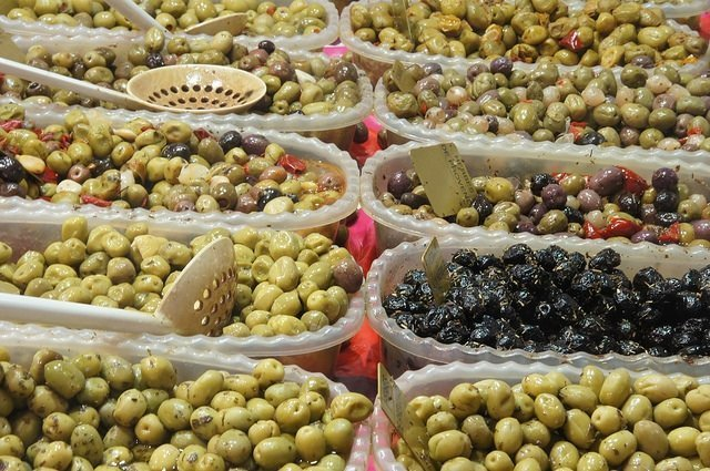 Vegan travel - olives at the Toulouse market