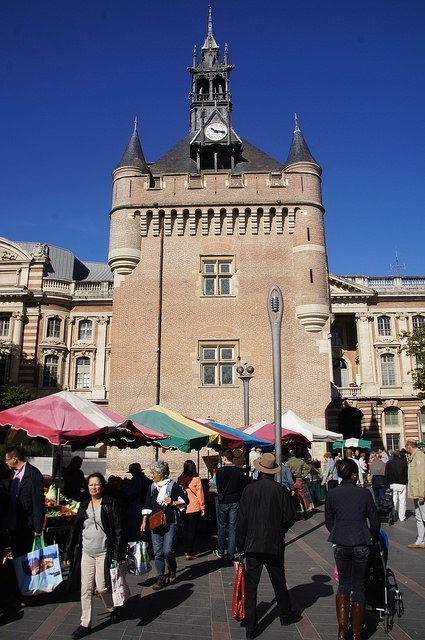 Vegan travel - the organic Saturday market in Toulouse