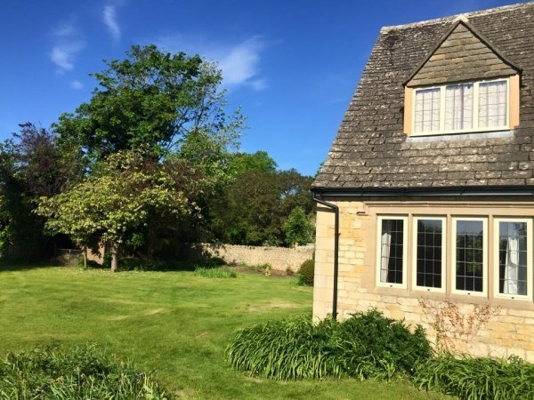 cottage - vegan travel in the Cotswolds