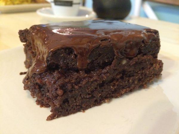 Brownie at Viva Burger - vegan guide to Madrid