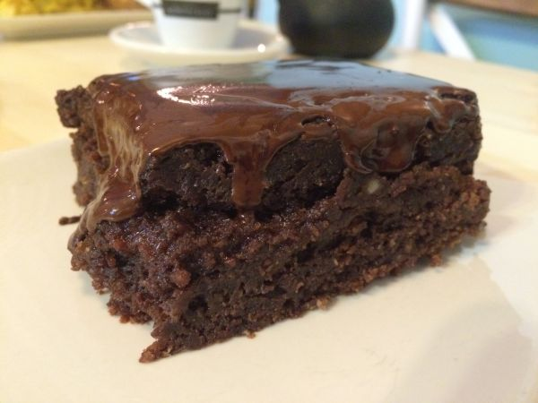 Brownie at Viva Burger - vegan guide to Madrid