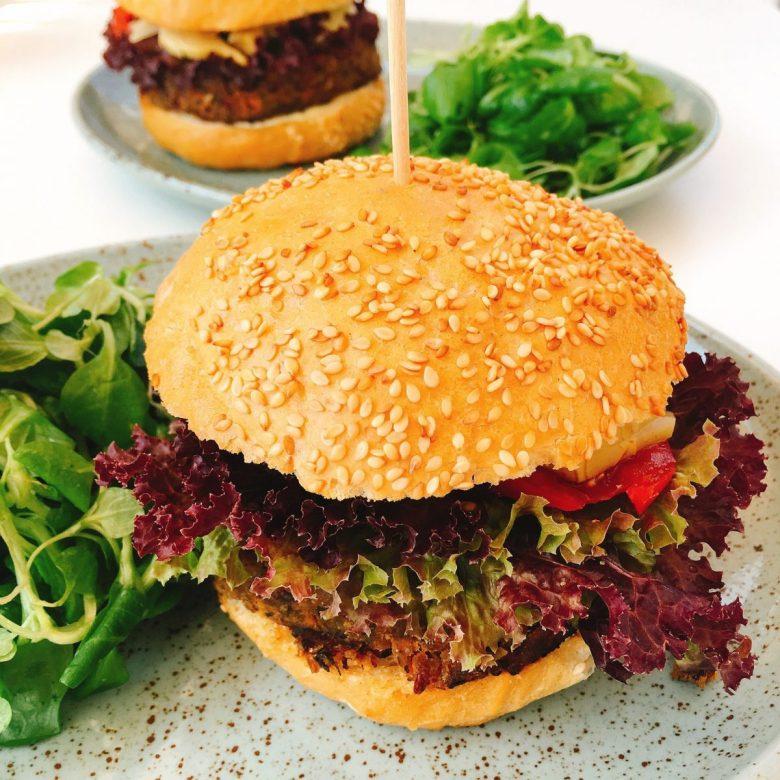 Olomouc food - vegan burger