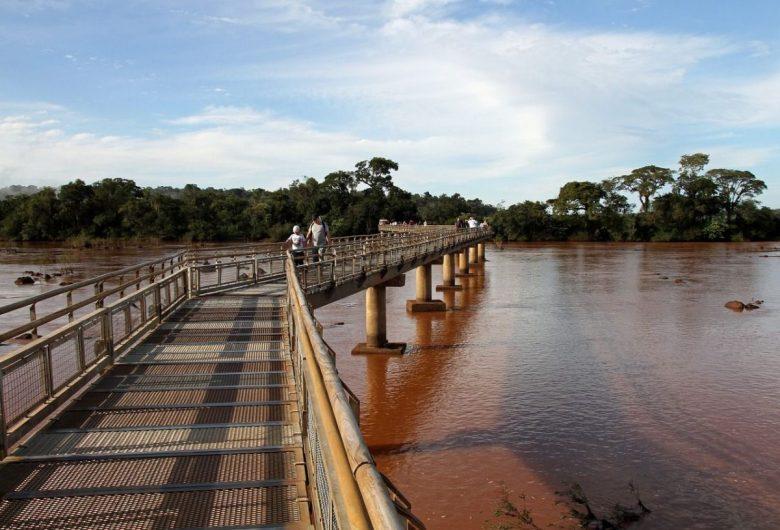Walkway to Garganta del Diablo Iguazu