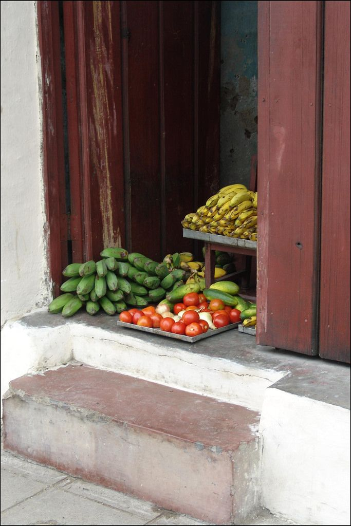 vegan Cuban food - fruits and vegetables sold in doorway