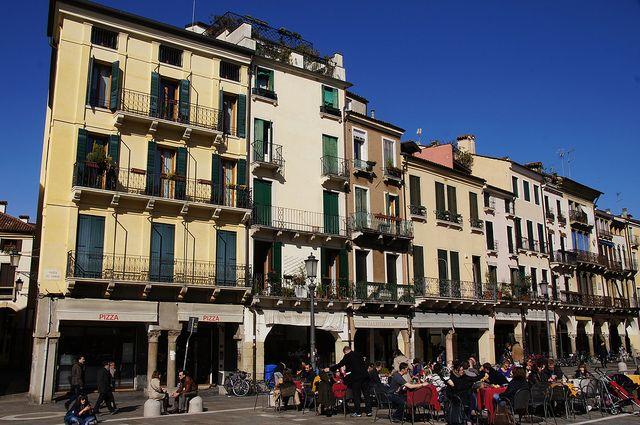Dining al fresco in an Italian piazza