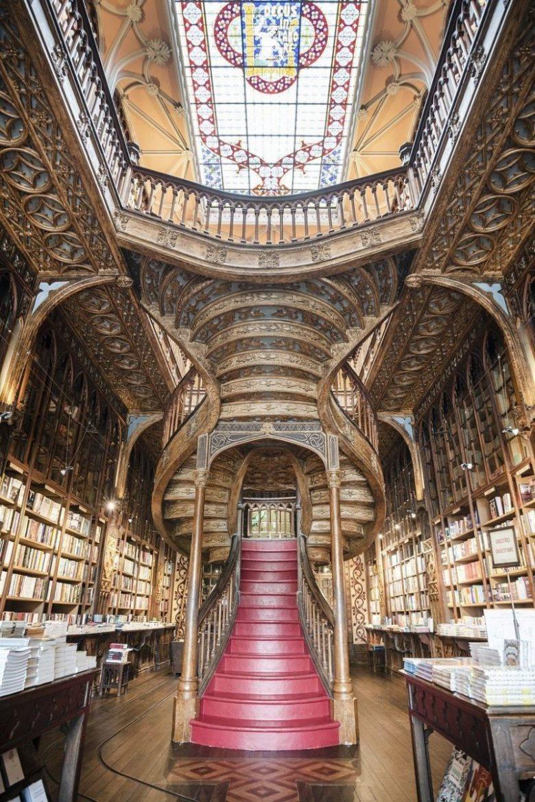 The Livraria Lello and its beautiful crimson staircase