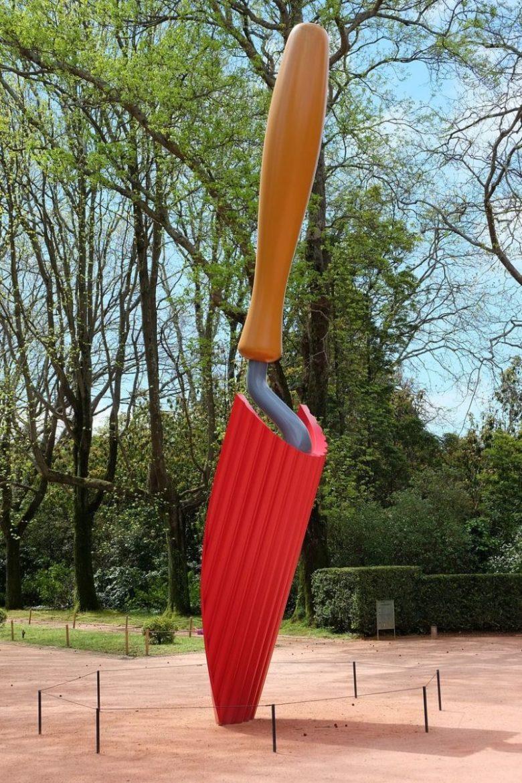 Plantoir by Claes Oldenburg and Coosie van Bruggen.