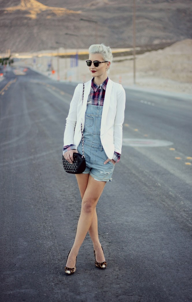 overalls-plaid-shirt-blazer-white-blazer-jacket-leopard-print-platinum-hair-las-vegas-fashion-blogger-lindsey-simon-1