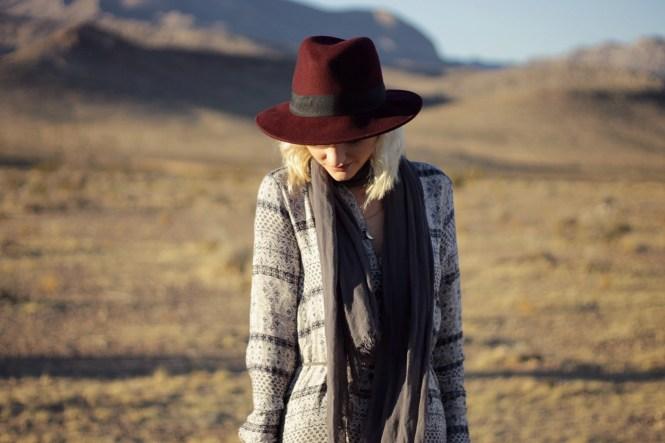 white-crow-boho-dress-las-vegas-fashion-blogger-boho-style-lindsey-simon-the-nomis-niche-duster-maxi-dress-desert-1