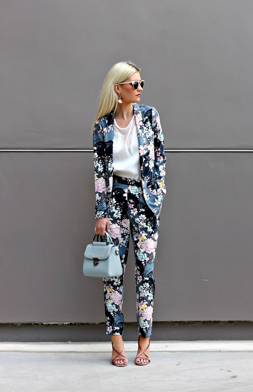 outfit roundup, 2017, 2018 style, fashion blogger, style blogger, beauty blogger, blonde hair, Las Vegas blogger, Lindsey Simon, The Nomis Niche, street style, casual style, feminine style, edgy outfit, outfit inspiration, how to wear, outfit ideas, sos, ootd, floral suit, matching suit, pantsuit, women's suit, how to wear,